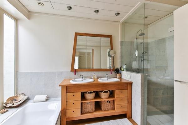 bathroom-2132342-640064F4804-5BB9-5638-A259-5D1428E14255.jpg